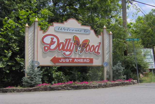Dollywoodsign1